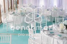 Stoly pro svatebčany